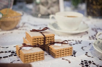 Love is Brewing Winter Wedding inspirational shoot cookies detail