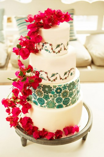 Mediterranean pattern wedding cake