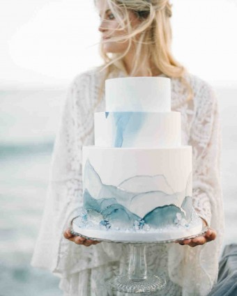 Beach Wedding cake blue rose