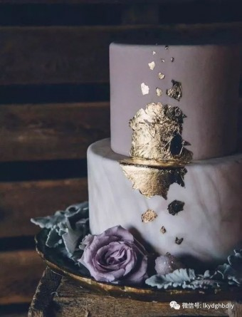 Moody Gold accents wedding cake