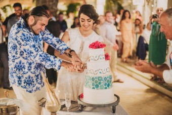 Mediterranean pattern Wedding cake cutting
