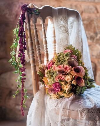 Winter warm tones medieval inspired wedding bouquet